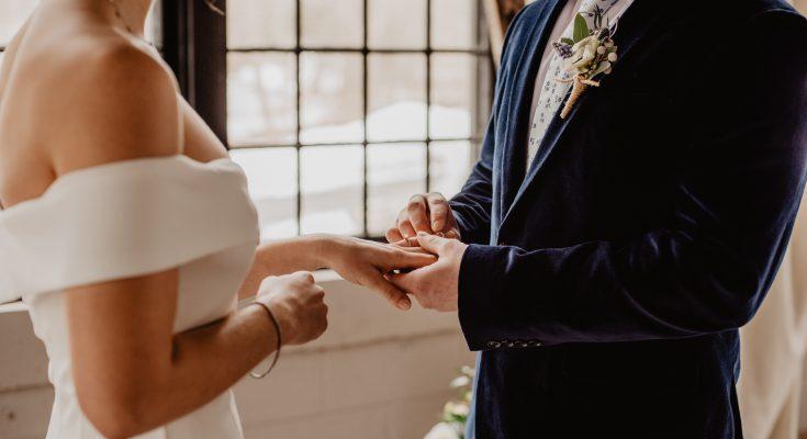 Как отметить свадьбу вдвоем